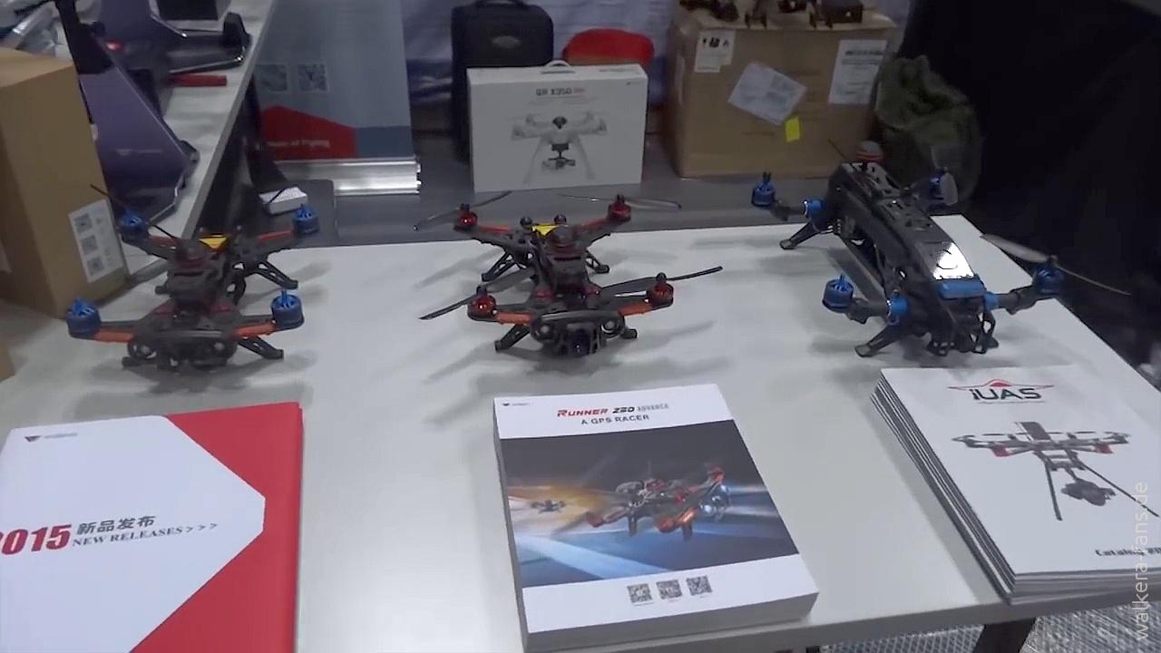 Walkera Neuerungen Von Der New York Photoplus 2015 Runner 320 Drone Voyager 3 Gps Devo F12e G 3d Gimbal Ilook With Camera Putih Links Sehen Wir Den 250c Mit Strkeren Motoren